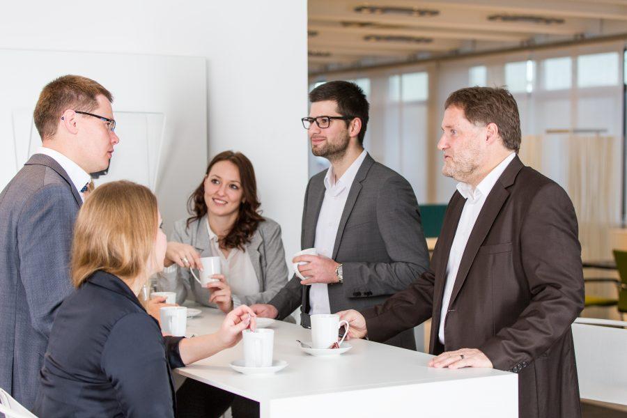 Durch gemeinsames Brainstorming können Sie Ideen sammeln, wie Sie die Effizienz in Ihrem Unternehmen steigern können.