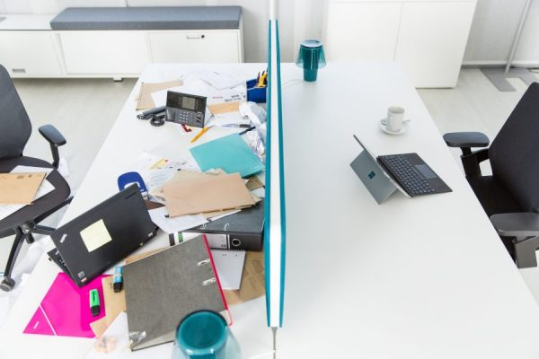 aufgerauemter-arbeitsplatz-effizienzsteigerung-durch-konzentration-und-kurze-suchzeiten