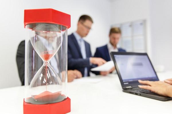 Besprechungen erzeugen hohe Verwaltungskosten