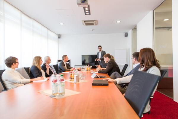 firmenwerte-team-besprechung-image