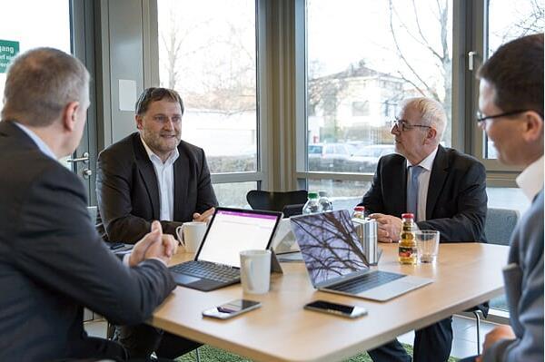 Jour Fixe Meetings sind nur für Mitarbeiter, die am Projekt beteiligt sind, sinnvoll.