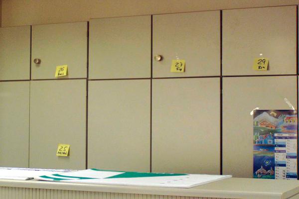 Makierungen für schnellere Büroordnung