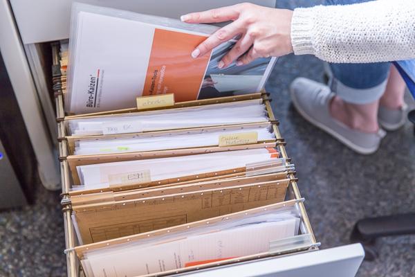 rollcontainer-büro-aktuelle-vorgänge-geordnet