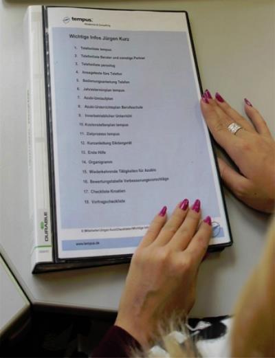Schreibtisch organisieren mit Foliensichtbuch angehen