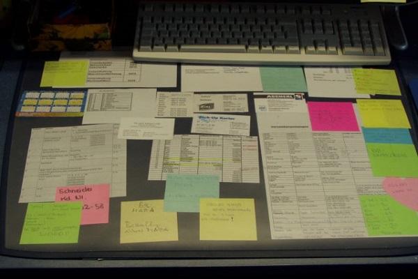 Schreibtischunterlagen aller Art sorgen für Ablenkung