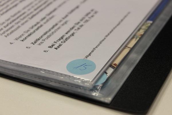 Sichtbuch mit Seitenzahlen beschriften