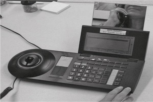 telefonleitfaden-erinnert-an-bitte-laecheln
