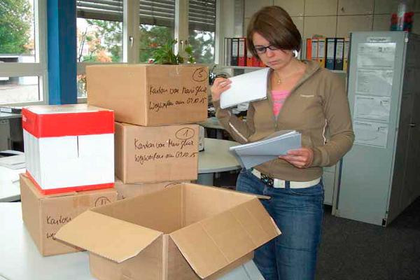 Wegwerfen auf Probe für bessere Büroordnung