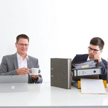 8. Delegieren: Selbst beim cleversten Zeitmanager können Aufgaben liegen bleiben. Kein Problem – diese geben Sie einfach weiter an Kollegen, mit der Bitte um zeitnahe Bearbeitung.